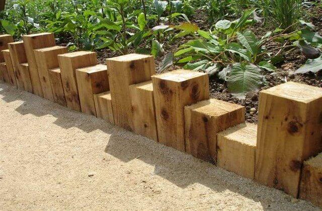 Деревянное ограждение для клумбы