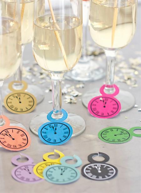 как украсить бокалы на новый год своими руками