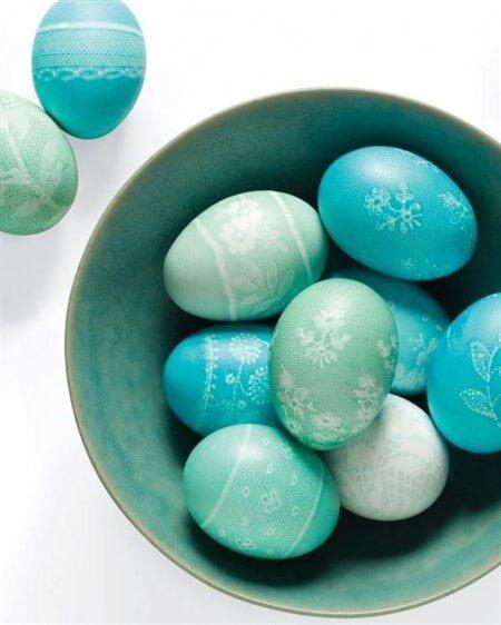 как красиво покрасить яйца на Пасху в домашних условиях