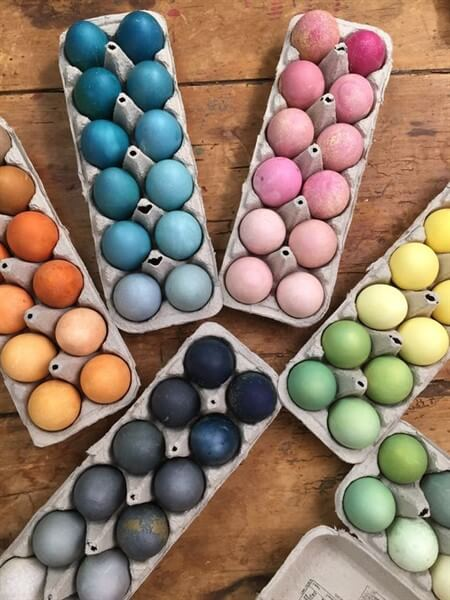 как интересно покрасить яйца на Пасху